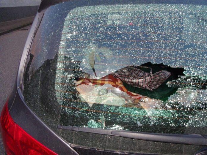 Immer häufiger zerstören unbekannte Autos und Autoscheiben werden eingeworfen