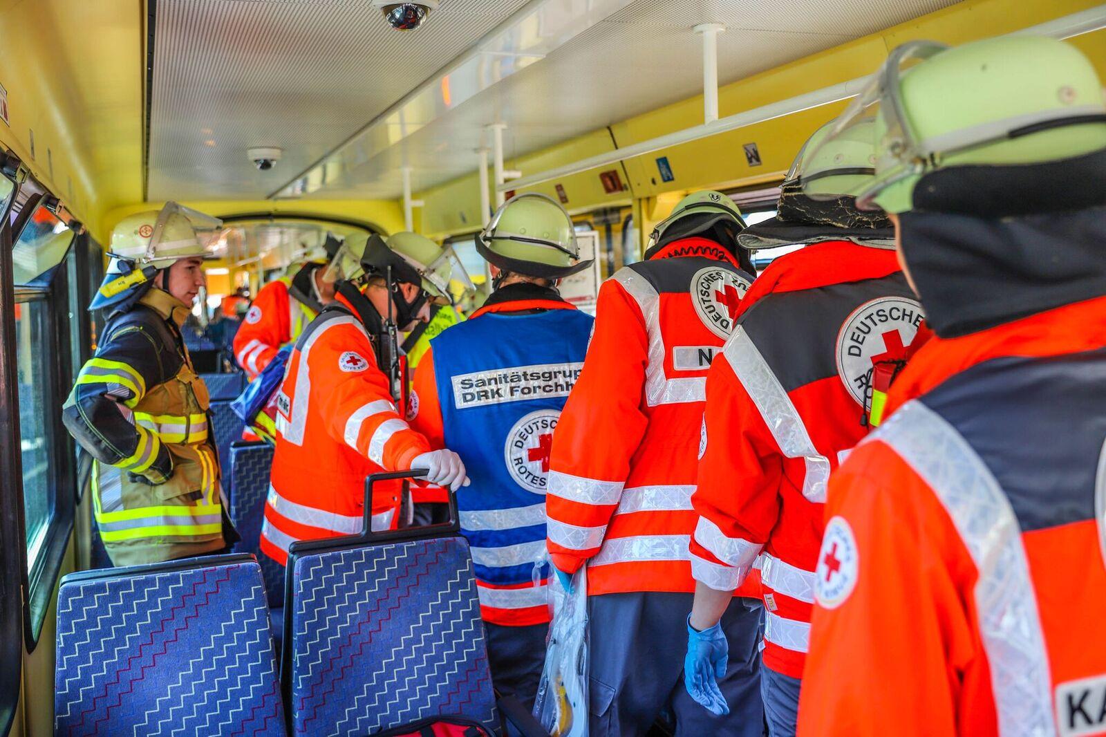 Fahrgäste verletzt! Unbekannte Flüssigkeit auf Sitzbänke in Karlsruher S-Bahnen verteilt