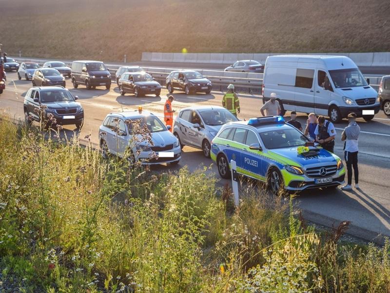 Mann Stirbt Auf Der A6 Gaffer Blockiert Und Bespuckt Dann