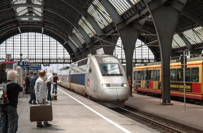 Zugverkehr der Deutschen Bahn auch im Karlsruher Hauptbahnhof