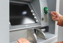 Geld abholen am Bankautomat mit einer ec-karte