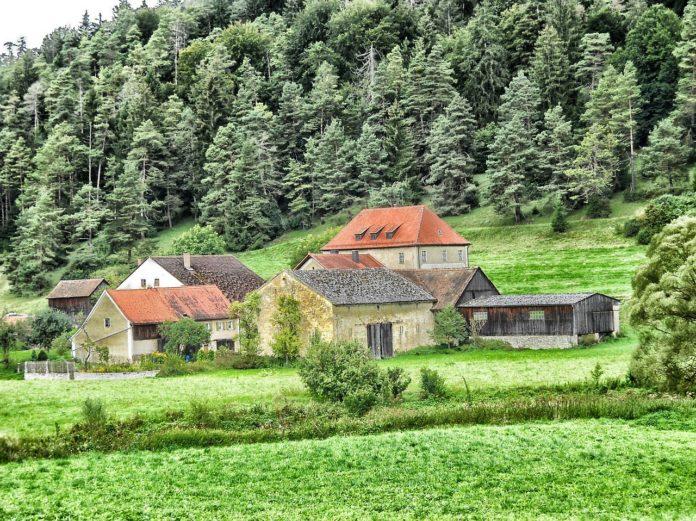 Bauernhof in einem Dorf in Deutschland