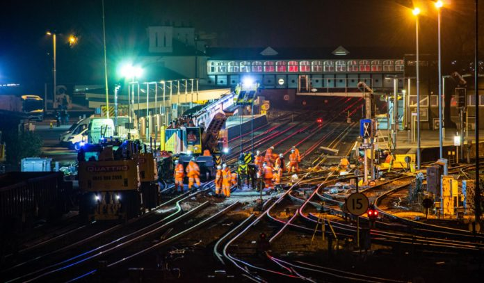 Bauarbeiten an einer Zugstrecke