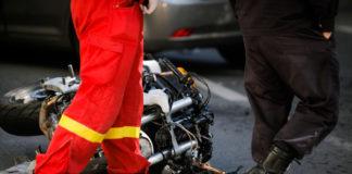 Abgestürzte Motorrad nach Verkehrsunfall