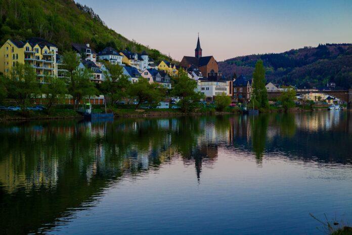 Die Pfalz mit der Mosel und Landschaft