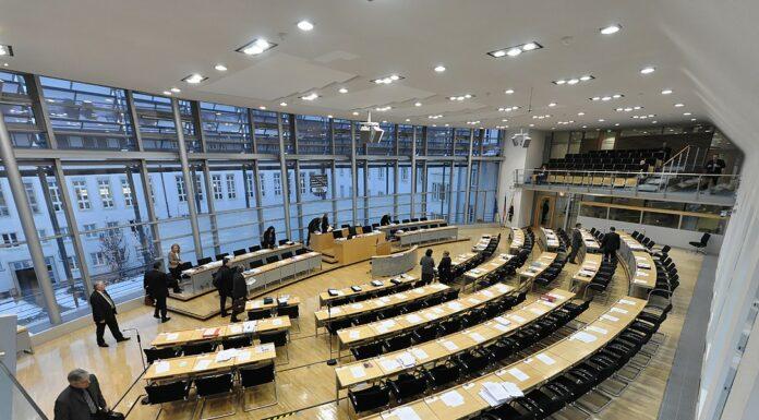 Landtag mit Politiker