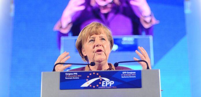 Angela Merkel auf einem Potest