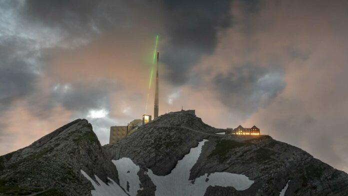 Laser-Kanone gegen Blitze