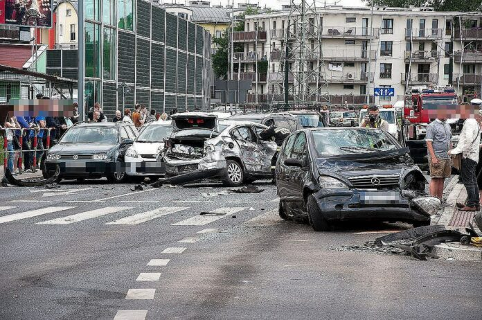 Unfall auf Kreuzung im Stadtgebiet