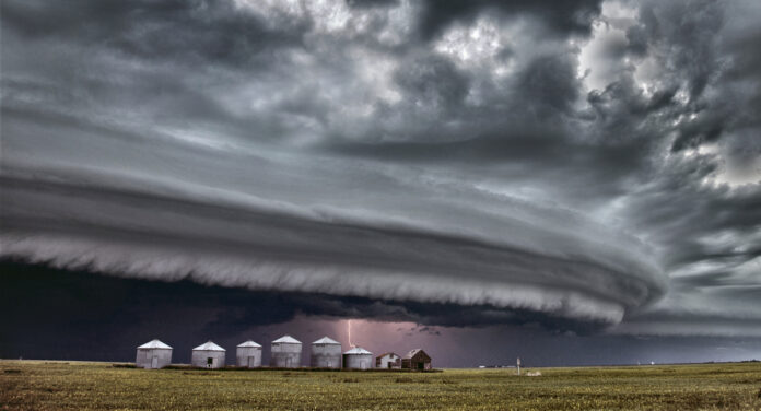 Unwetter-Front mit schweren Gewittern
