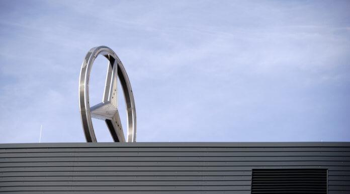 Daimler Stern auf Werk