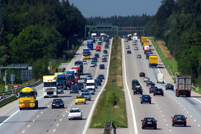 Verkehr auf der Autobahn A8