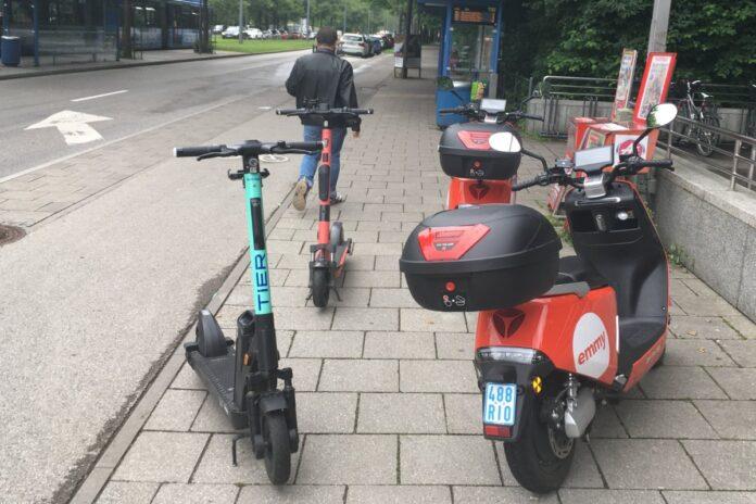 E-Scooter auf Gehweg