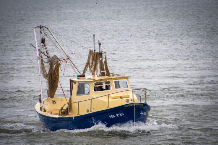 Flüchtlingsboot auf Wasser